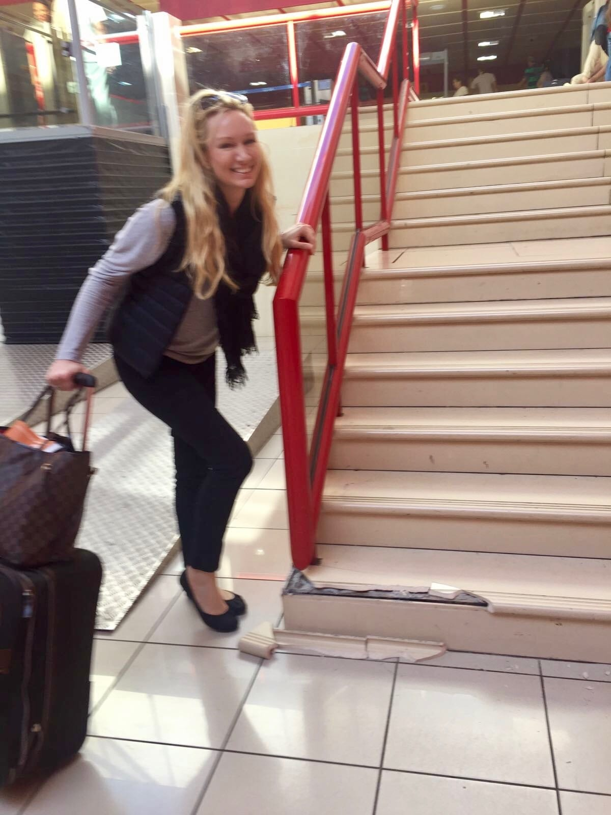 Kamelia stairs and luggage